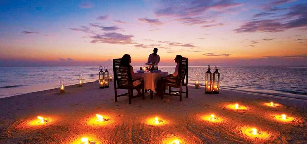 baros-maldives_sandbank-dinner_hr2-1024x483.jpg